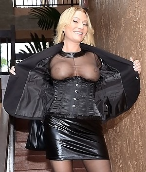 MILF Flashing Tits Porn Pictures