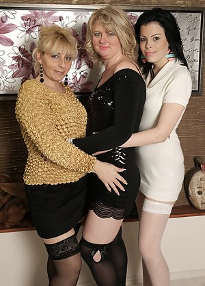 MILF Lesbian Orgy Porn Pictures