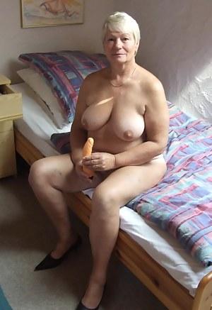 Short Hair MILF Porn Pictures