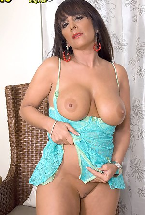 Perfect Tits MILF Porn Pictures